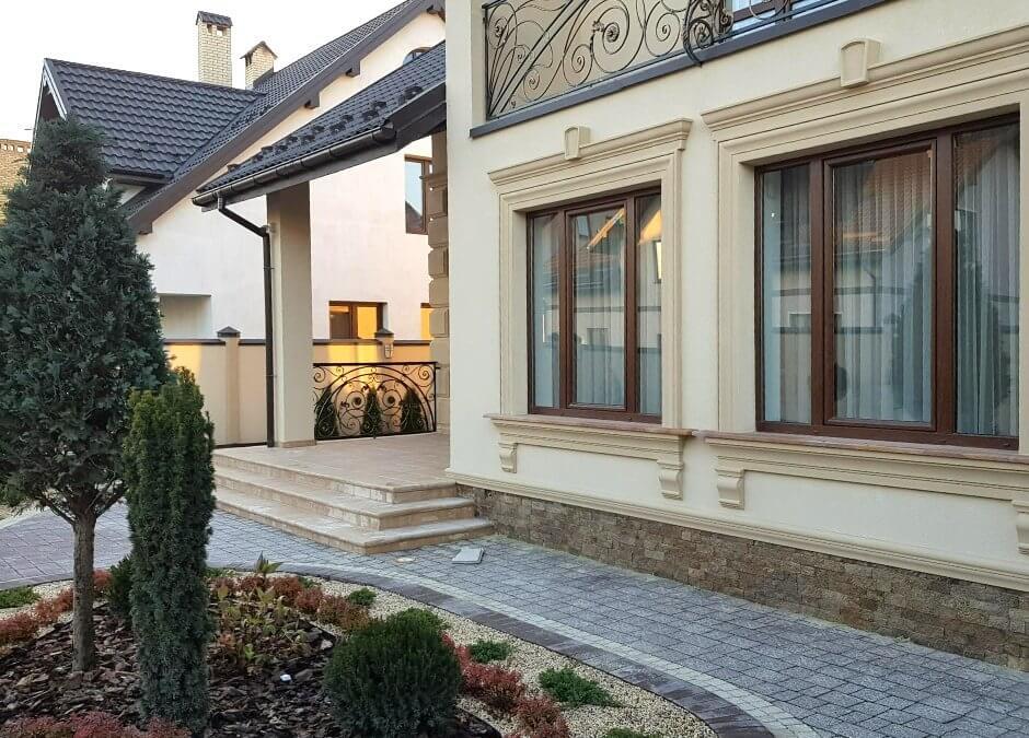 Стильний фасадний декор з пінопласту